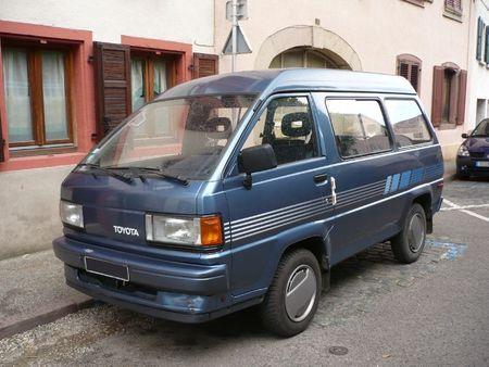 Bus..Lieferwagen..Kastenwagen..Pick-up....Benzin Toyota 4