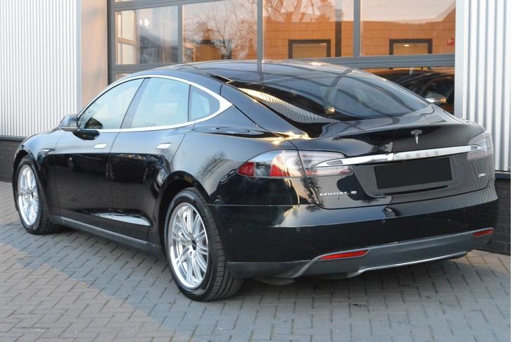 Tesla Model S90D Tesla 4