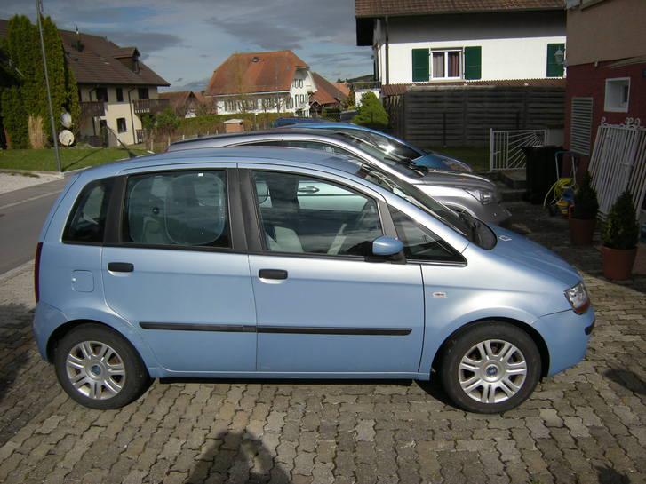 fiat idea bleu ciel fiat a voiture est une fiat idea du d cembre 2003 1 4 essence carrosserie. Black Bedroom Furniture Sets. Home Design Ideas