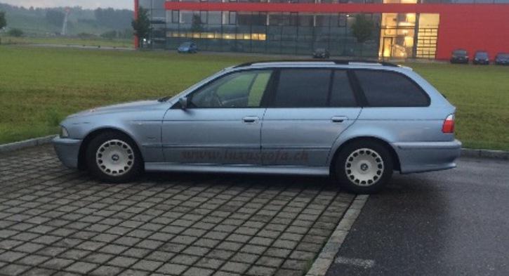 BMW 520i Auto fährt ...Abgas B04 BMW 1