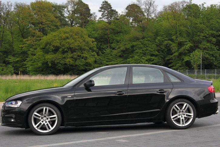 Audi A4 2.0 tdi Lim. S-line Sportpaket Plus PDC BC BT Audi 1