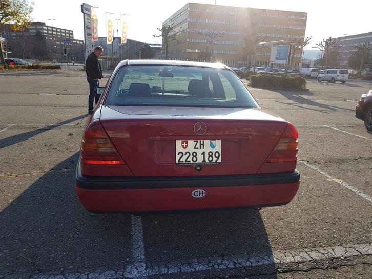 Mercedes Benz C200 Mercedes-Benz 3