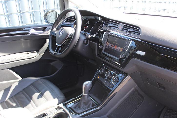Volkswagen Touran 2.0 TDI Highl 7 Sitz Leder NAVI PANO VW 4