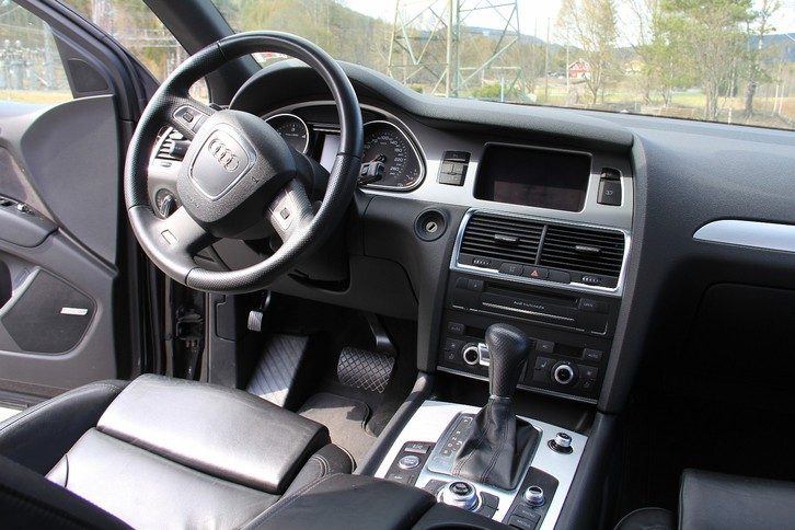 Audi Q7 ( S line ) Audi 4