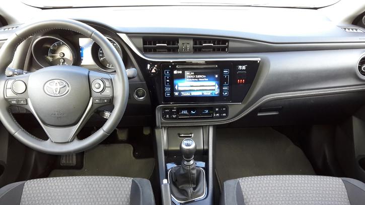 Auris Touring Sport  Toyota 4