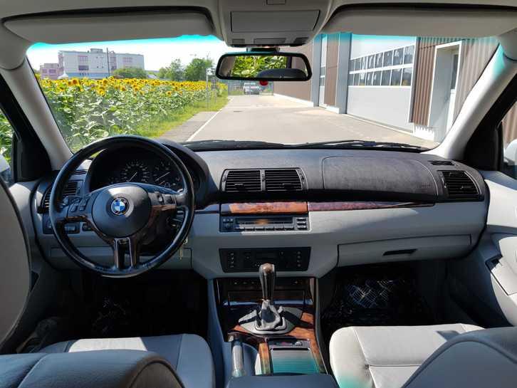 BMW X5 E53 4.4i  BMW 2