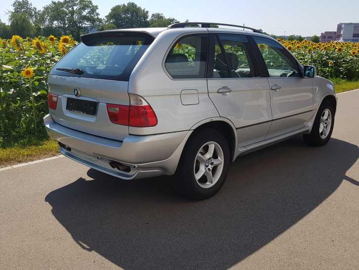 BMW X5 E53 4.4i  BMW 4