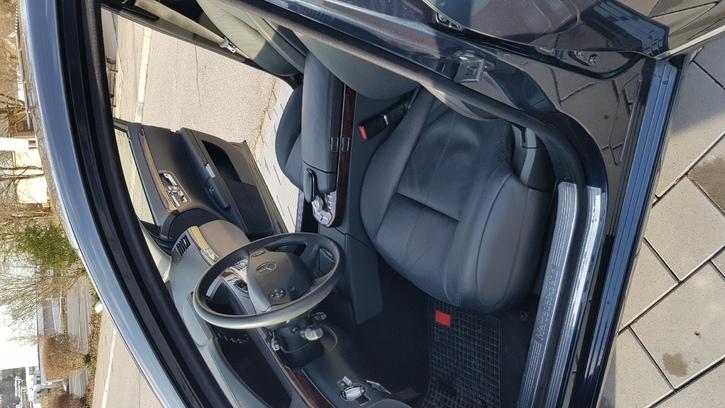 Ab Service und Ab MFK mir nur 58'000km Mercedes 3
