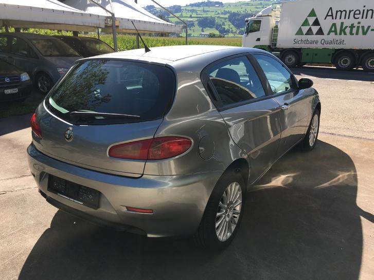 ALFA ROMEO 147 1.6-16V Distinctive (5-türig) Alfa Romeo 3