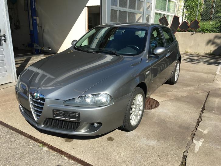 ALFA ROMEO 147 1.6-16V TS  Distinctive  5-türig Alfa Romeo 1