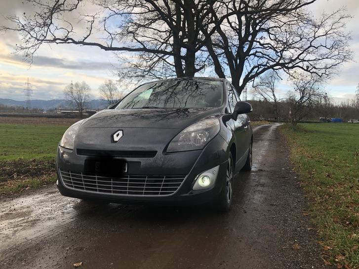 Renault Grand Scenic  Renault 1