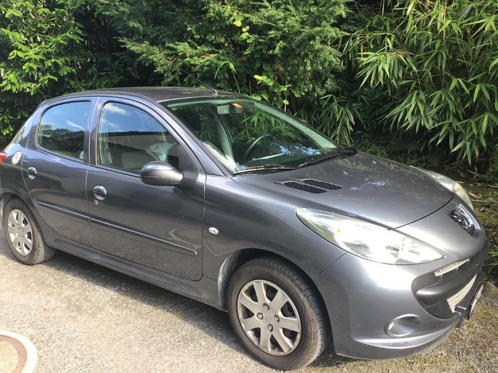 Gut erhalten Peugeot 1