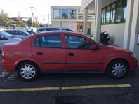 roter Opel Astra