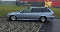 BMW 520i Auto f�hrt ...Abgas B04